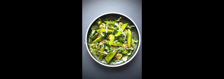 Sommersalat - Salat af komprimeret agurk, estragon, rucola og puffet perlebyg
